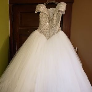 Eva Haynal Forsyth wedding dress